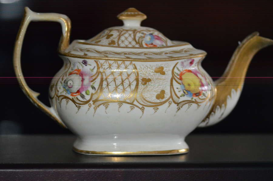 An early 19th Century Porcelain Coalport Teapot and Cover c1810-20