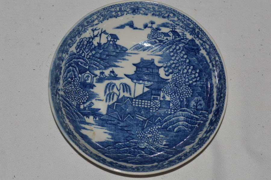 C1785-90 Caughley 'Fenced Garden' Pattern Porcelain Saucer