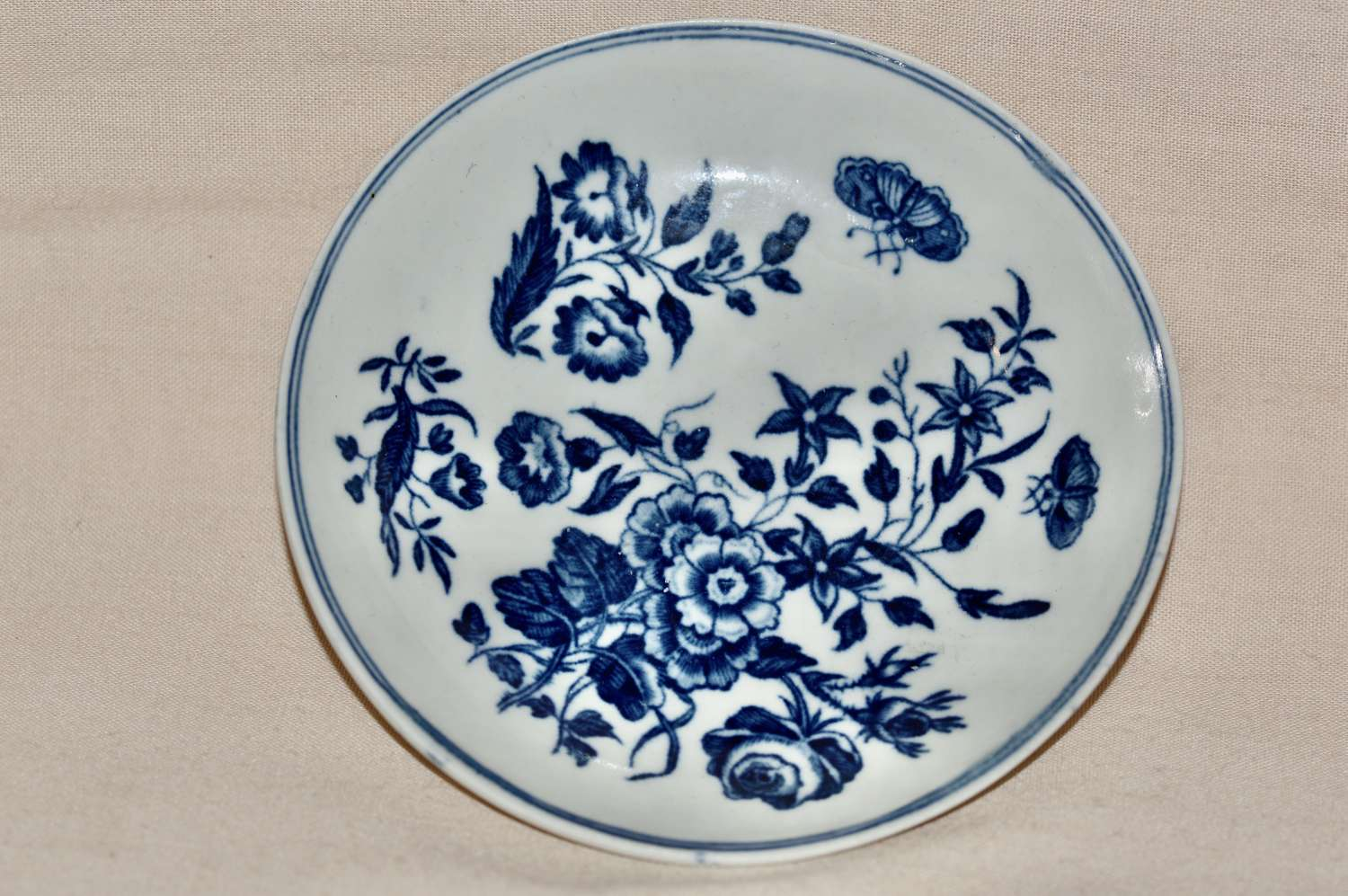 """An 18th Century Worcester Porcelain """"Three Flowers"""" Saucer c1770-8"""